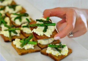 crostini with asparagus and ricotta
